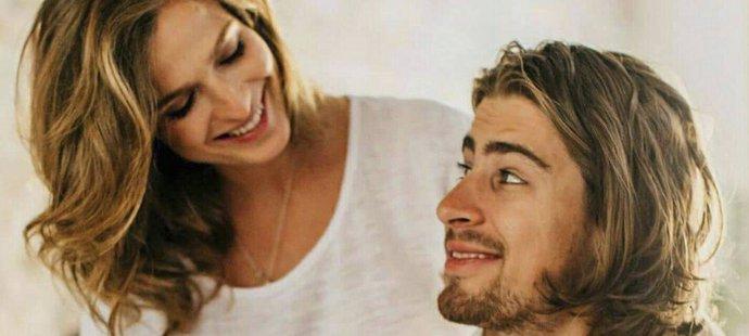Cyklistiský šampion Peter Sagan s manželkou Katkou oznámili narození syna Marlona.
