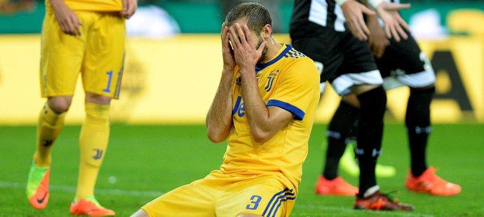 Zklamaný obránce italského Juventusu Giorgio Chiellini