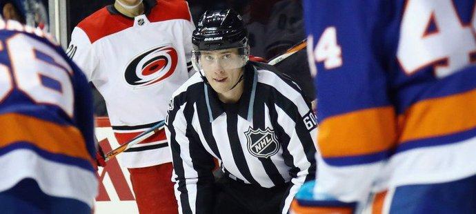 Premiéru v NHL si Libor Suchánek připsal v utkání Caroliny s Islanders