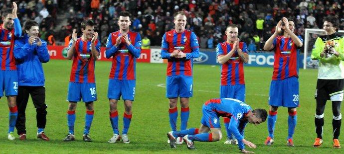Takhle s plzeňští fotbalisté radovali v roce 2011 po remíze s AC Milán