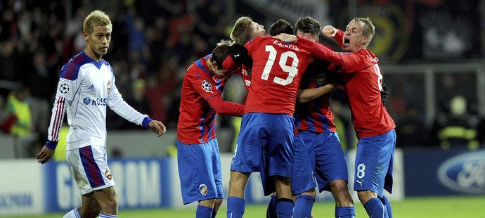 Plzeňští fotbalisté se radují po výhře nad CSKA Moskva