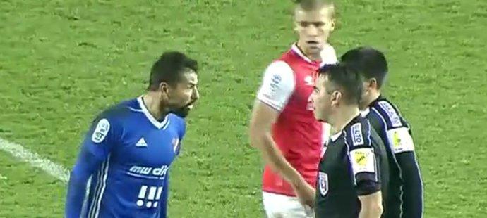 Slavia - Ostrava: Rozzuřený lídr Baníku! Baroš řve po odpískání na Jílka