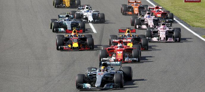 Start zvládl Lewis Hamilton výtečně