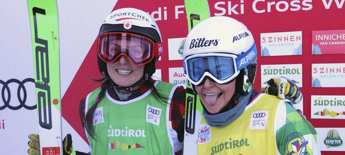 Skikrosařka Nikol Kučerová (vpravo) obsadila v závodě Světového poháru 6. místo