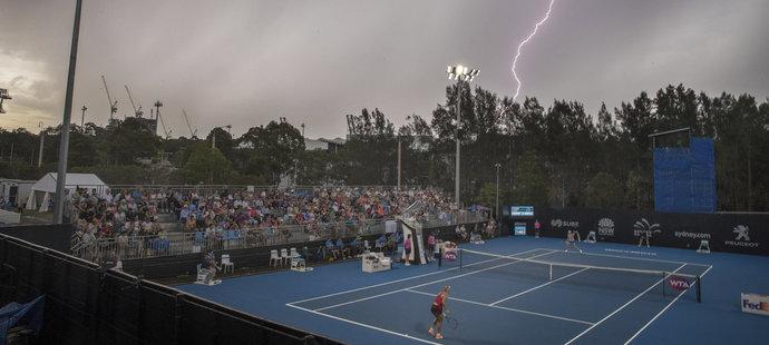 Česká tenistka Lucie Šafářová hrála proti Angelique Kerberové v pekelném australském počasí.