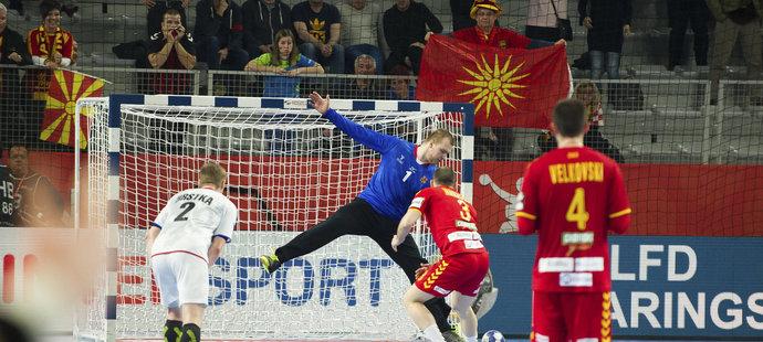 Tomáš Mrkva chytá rozhodující sedmičku v zápase s Makedonií
