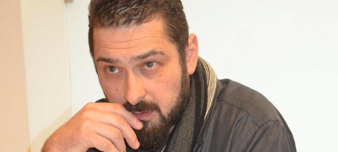Roman Čechmánek u soudu. Za údajné podvody mu hrozí až 10 let vězení.