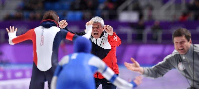 Prvním gratulantem byl šťastný trenér Petr Novák