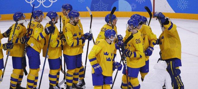 Švédští hokejisté se radují z těsné výhry 1:0 nad Německem