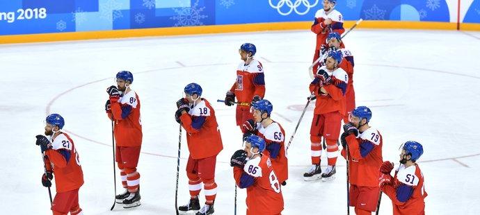 Zklamání. Čeští hokejisté pomýšleli na zlato, ale z olympiády se vrací bez medaile