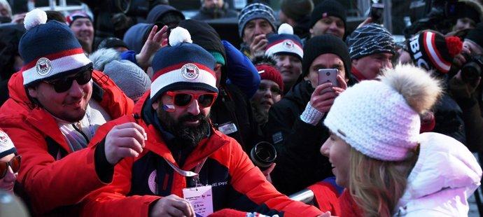 Ester Ledecká se vítá s fanoušky v Praze