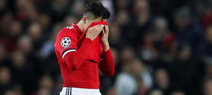 Zklamaný Alexis Sánchez v zápase se Sevillou