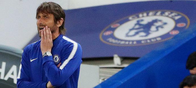 Trenér Chelsea Antonio Conte v utkání s Huddersfieldem