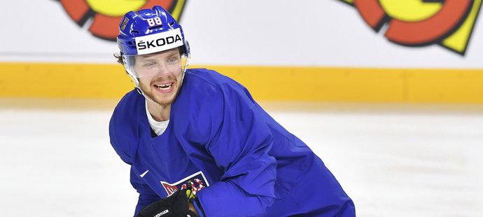 Usměvavý David Pastrňák na tréninku národního týmu