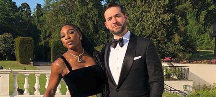 Serena vyrazila na párty i s manželem Alexisem.