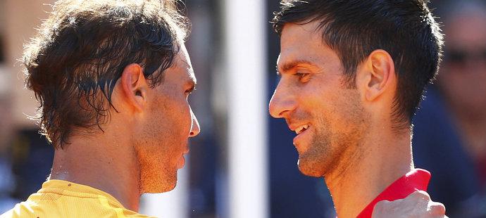 Novak Djokovič a Rafael Nadal po vzájemném zápase