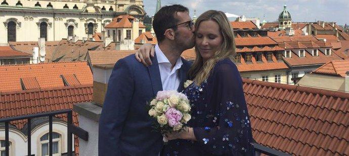 Foto novomanželů Radka Štěpánka a Nicole Vaidišové