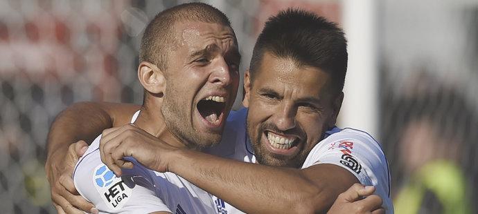 Marek Hlinka a Milan Baroš z Baníku Ostrava se radují z gólu
