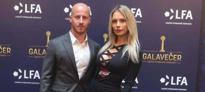 Záložník Slavie Miroslav Stoch s manželkou Paulou.