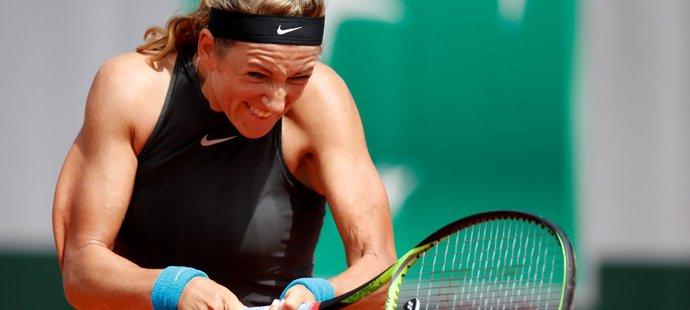 Ani svalnaté ruce nepomohly bývalé světové jedničce Viktorii Azarenkové k postupu do druhého kola French Open
