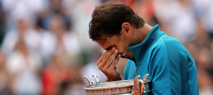 Rafael Nadal vybojoval jedenáctý titul na French Open a přemohlo ho dojetí