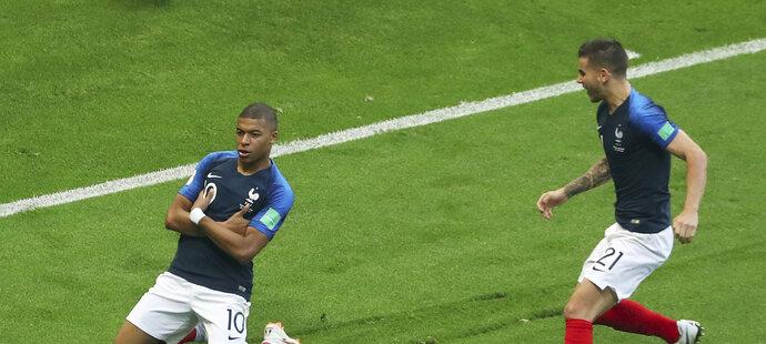Kylian Mbappe slaví svoji trefu proti Argentině