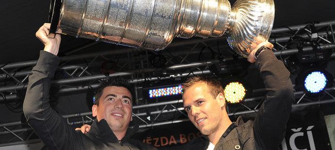 Tomáš Kaberle a David Krejčí vyhráli Stanley Cup v roce 2011 s Bostonem