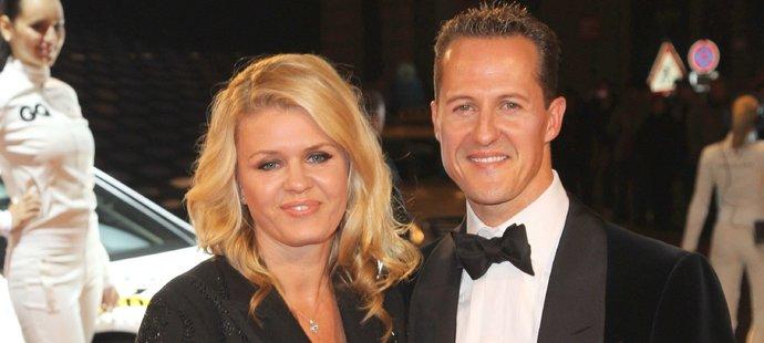 Před nehodou. Schumacher bral často manželku Corinnu do společnosti