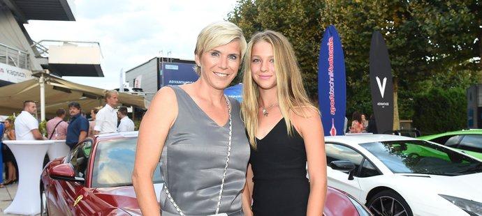 Kateřina Neumannová s dcerou Lucií na tenisové párty