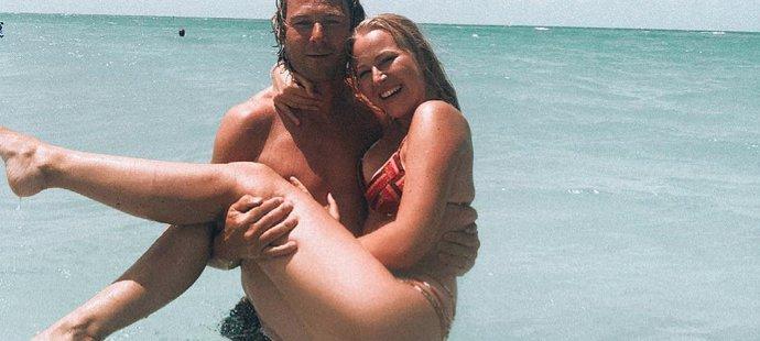 Pavel Nedvěd a jeho dcera Ivana při koupačce v oceánu na Floridě