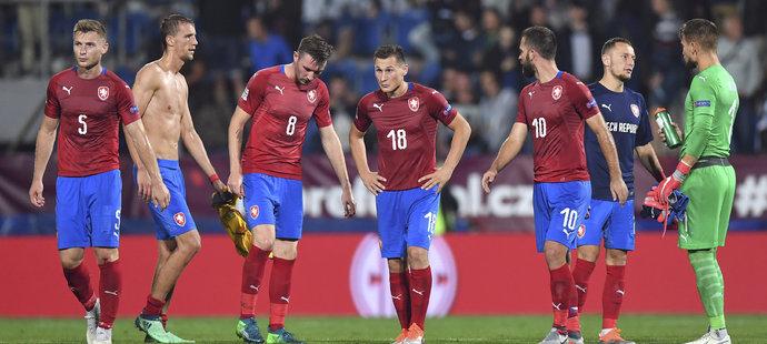 Zklamaní čeští reprezentanti po závěrečném hvizdu