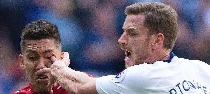 Děsivý zákrok Jana Vertonghena na Roberta Firmina z duelu Liverpoolu s Tottenhamem