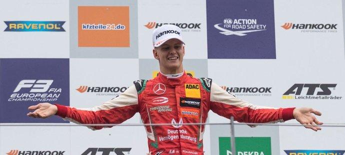 Mick Schumacher září ve Formuli 3