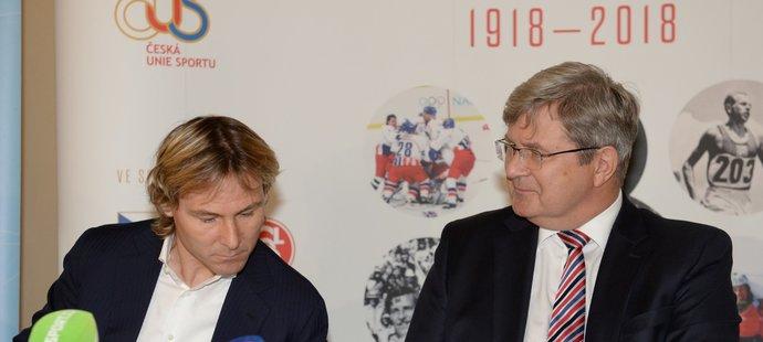 Legendární český fotbalista Pavel Nedvěd a Miroslav Jansta, předseda České unie sportu