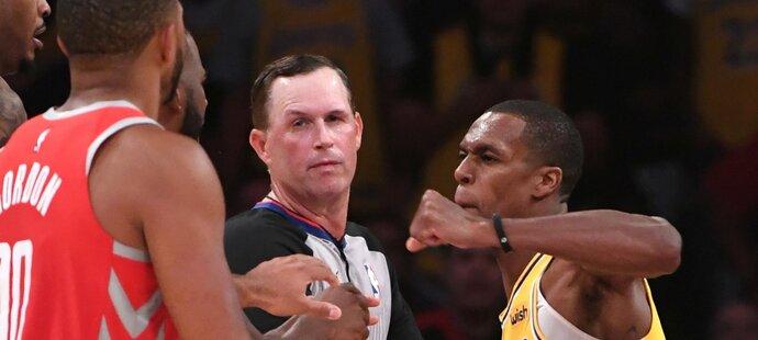 Rajon Rondo z LA Lakers se pěstmi pustil do Chrise Paula poté, co mu prsty sáhl do obličeje