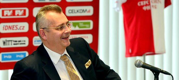 Šéf pražské Slavie Jaroslav Tvrdík na tiskové konferenci v Edenu