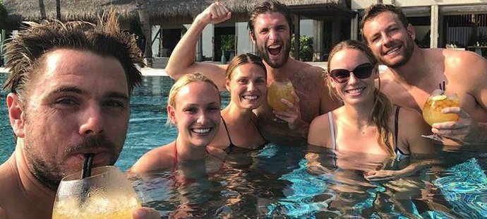 I když na kurtech působí tenisové hvězdy Caroline Wozniacki a Stan Wawrinka a jejich partneři jako »rivalové«, umí si užít společnou dovolenou.