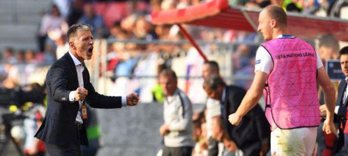 U reprezentace zatím zažívá Jaroslav Šilhavý skoro samou radost, z gólu proti Slovensku byl v euforii. Ze Slavie ví, že vyhrané derby se cení…