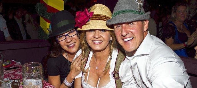 Tady byli ještě šťastní. Jedna z posledních fotek Michaela Schumacher z října 2013 z Oktoberfestu