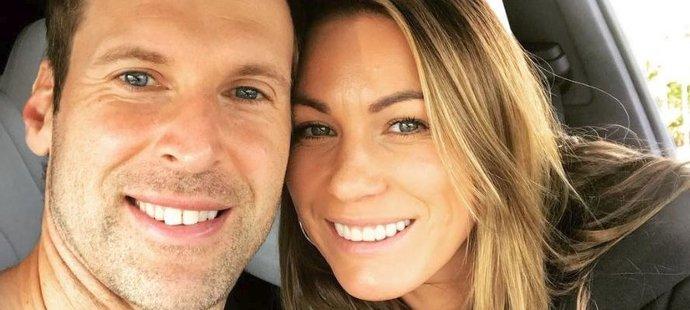 Takhle to manželům Čechovým slušelo cestou na poslední zápas tenisty Radka Štěpánka