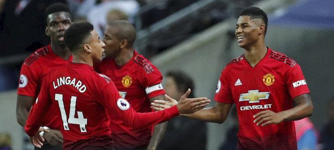 Gólová radost hráčů Manchesteru United po trefě Marcuse Rashforda