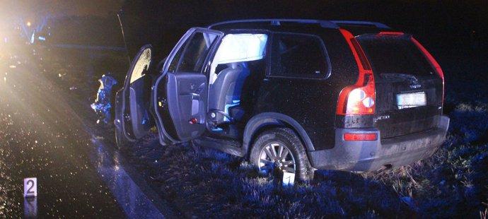 Volvo gólmana Adama Svobody skončilo i s vystřelenými airbagy mimo vozovku
