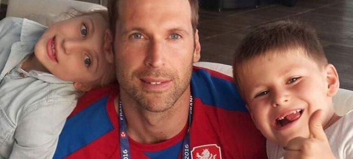 Petr Čech má štěstí na dokonalé rodinné zázemí. Oporami mu jsou manželka Martina i děti Adélka a Damián