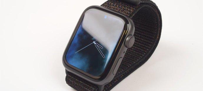 e6b72d7b502 Recenze  Apple Watch Series 4 - o parník před konkurencí