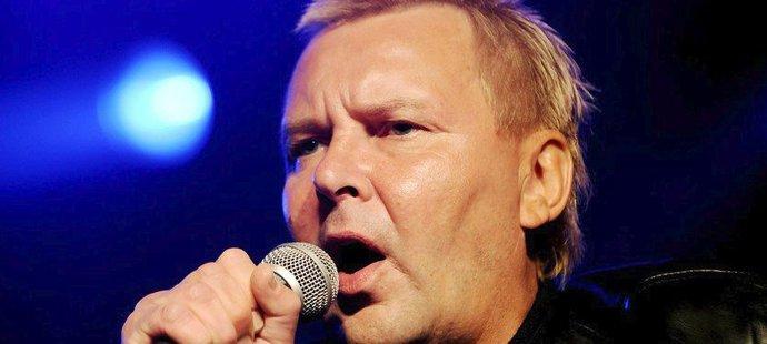 Jednu dobu to zkoušel bývalý skokan na lyžích Matti Nykänen i jako popový zpěvák