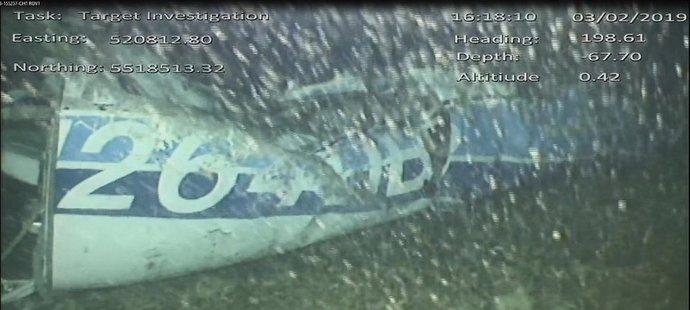Záběry letadla, kterým cestoval Emiliano Sala, z mořského dna, jak je pořídil pátrací tým...