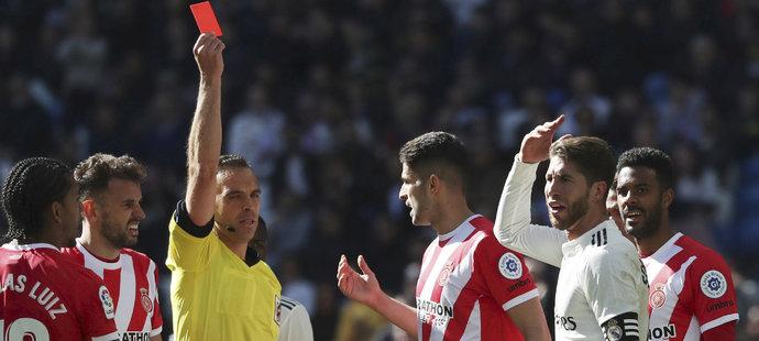 Sergio Ramos utkání s Gironou po dvou žlutých kartách nedohrál
