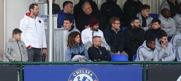 Brankář Petr Čech sledoval z tribuny utkání dorostenců Chelsea. Vrátí se do klubu po konci kariéry?