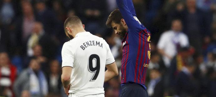 Gerard Piqué slaví, Karim Benzema může jen svěsit hlavu