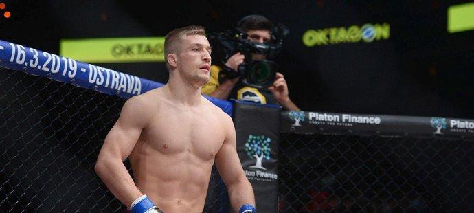 David Kozma porazil Gábora Borárose v druhém kole na TKO (zranění)